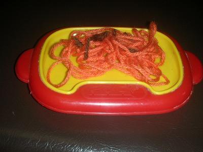使い方はいろいろ! 毛糸やモールで手作りおもちゃを。